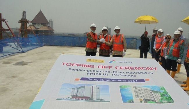 Topping-Off Ceremony of The Construction of Faculty of Mathematics & Natural Science UI Research Lab Building 1